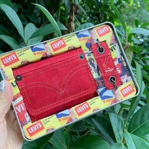 NWT Levi's Wallet keychain gift set